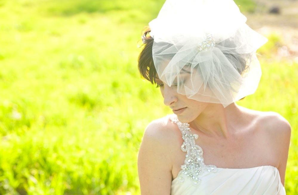 Sheer-tulle-bridal-veil-vintage-wedding-accessories.full