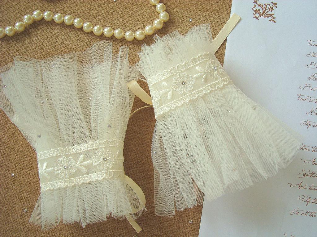 Sheer-ivory-tulle-wedding-gloves.full