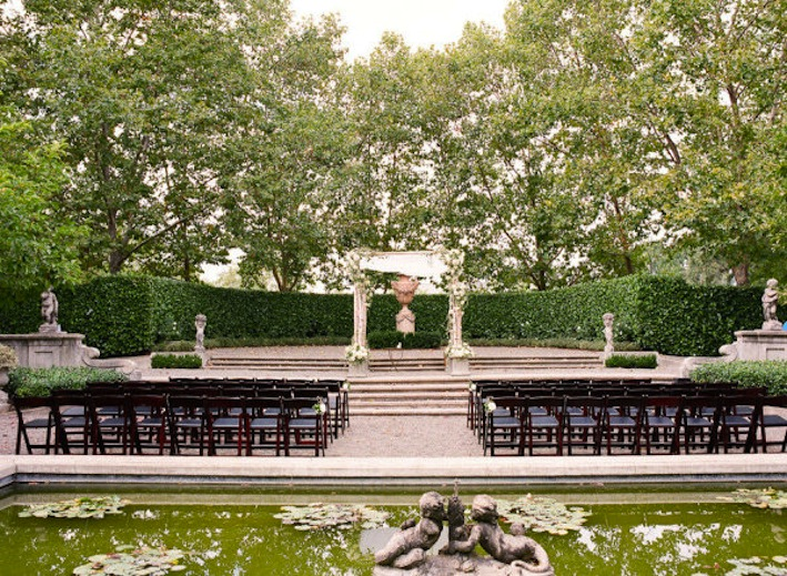 Outdoor wedding ceremony seating ideas for Cheap garden seating ideas