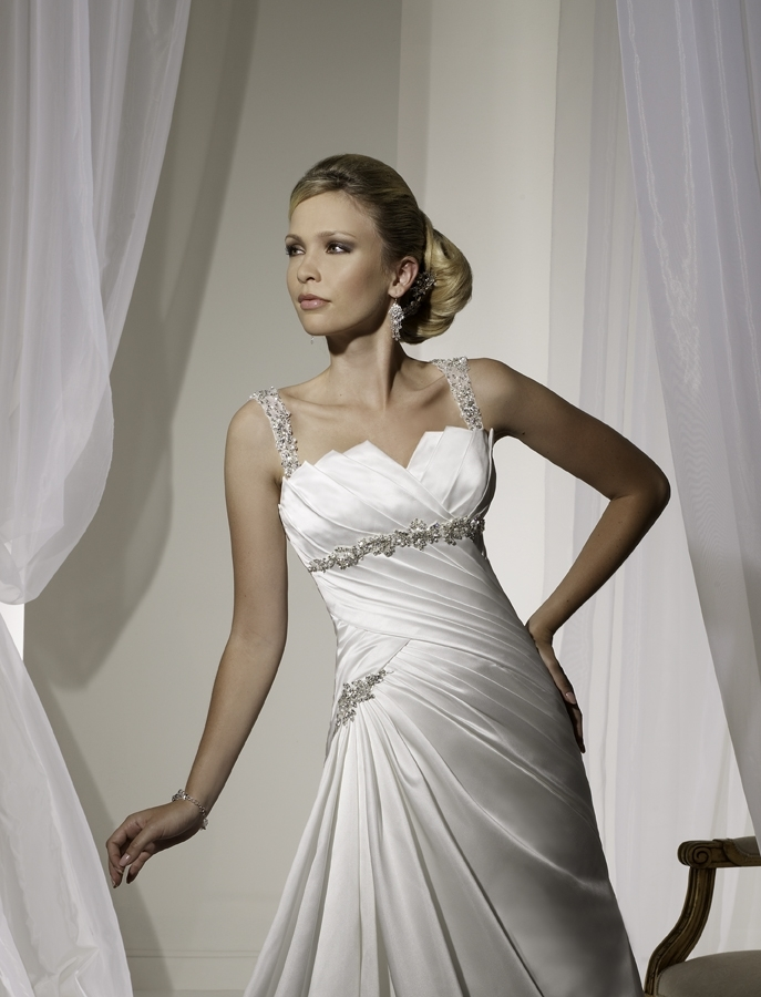 Y11106-spring-2011-wedding-dress-sophia-tolli-front-detail.full
