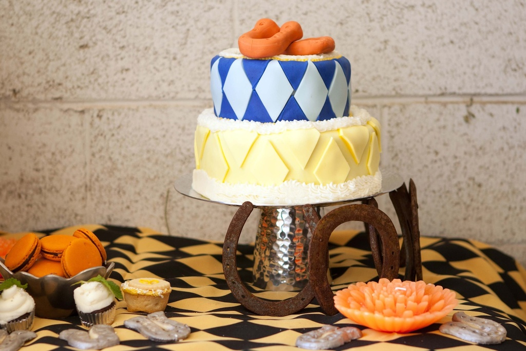 Kentucky-derby-inspired-wedding-theme-bridal-shower-inspiration-blue-yellow-cake.full