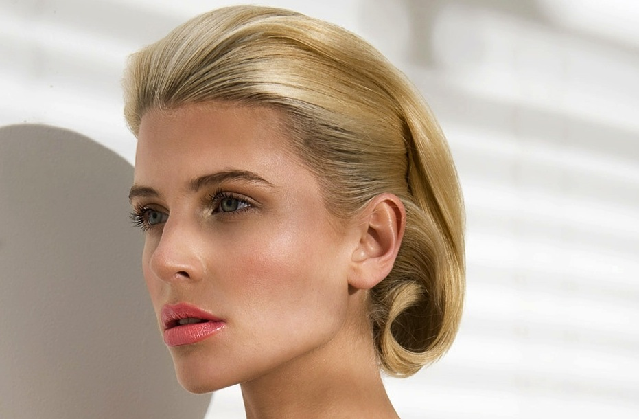Retro-faux-bob-wedding-hairstyle-for-vintage-brides.full