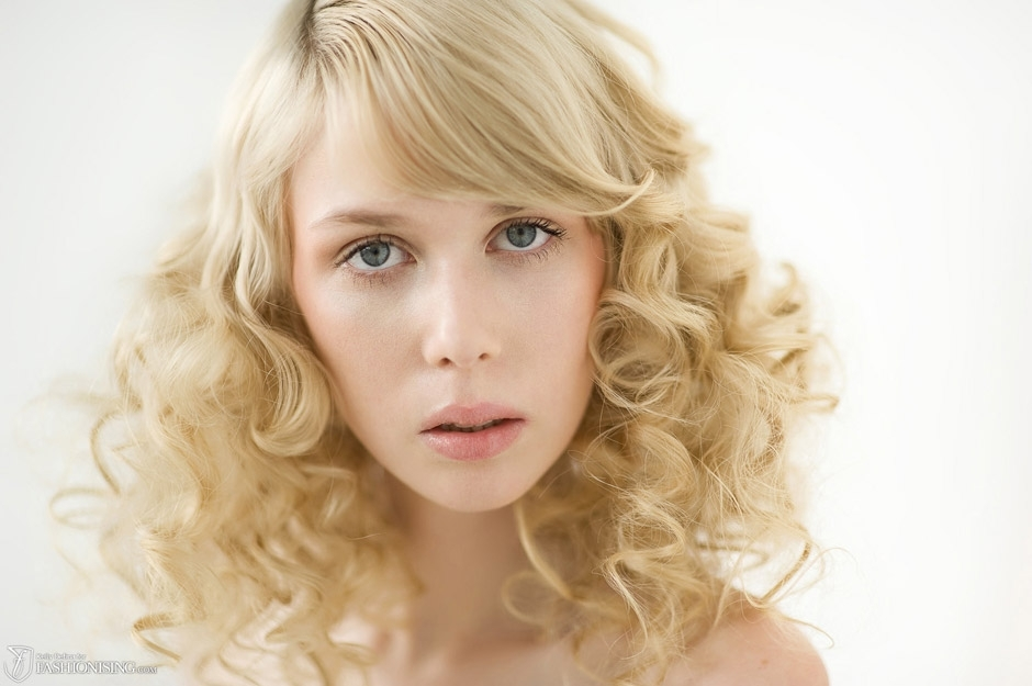 loose-romantic-waves-all-down-wedding-hairstyle-medium-length-1 ...