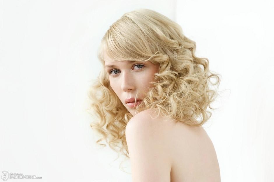Loose-romantic-waves-all-down-wedding-hairstyle-medium-length-2.full
