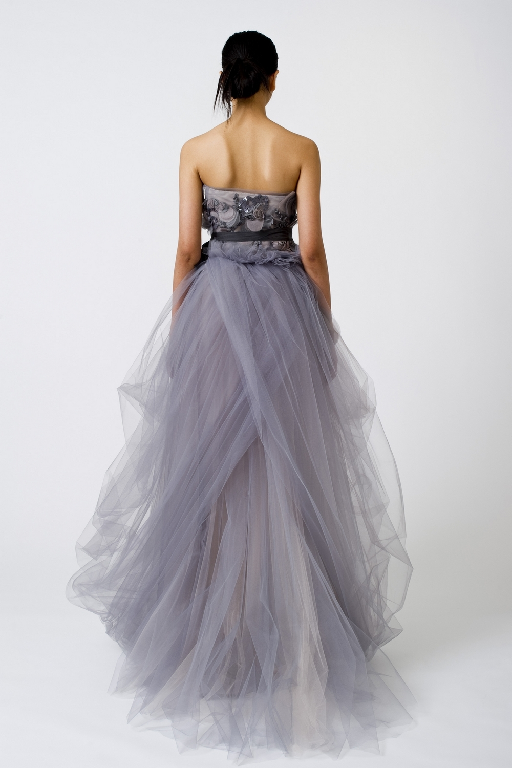 4-spring-2011-vera-wang-wedding-dress-color-lilac-tulle-beading-back.full