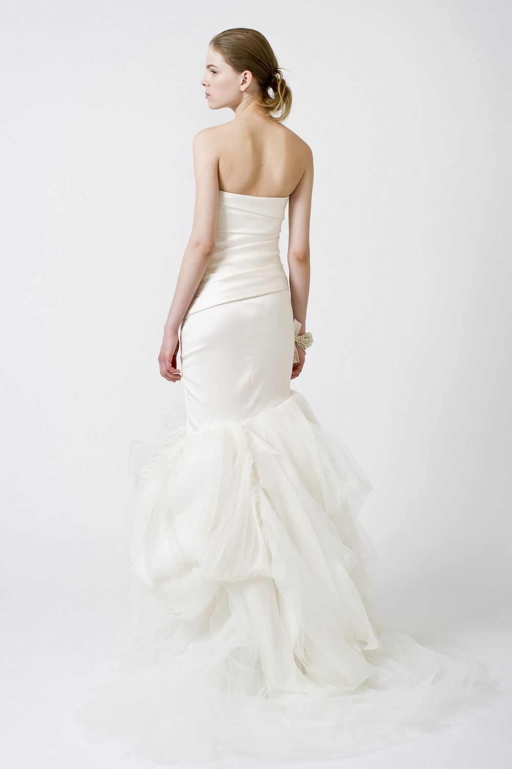 5-spring-2011-vera-wang-wedding-dresses-white-one-shoulder-back.full