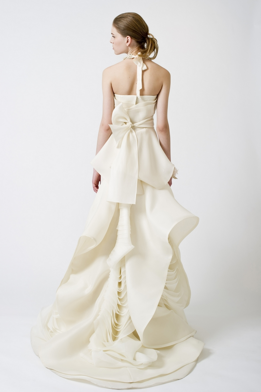 9-spring-2011-vera-wang-wedding-dress-ivory-wave-texture-back.full