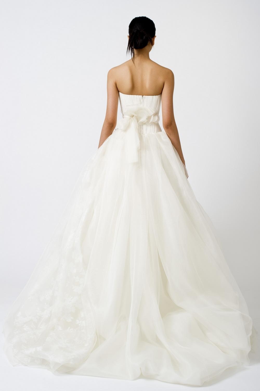 10-spring-2011-vera-wang-wedding-dress-white-tulle-ballgown-back.full