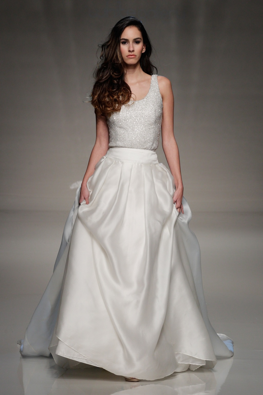 London-2013-wedding-dress-international-bridal-gowns-elizabeth-stuart-4.full