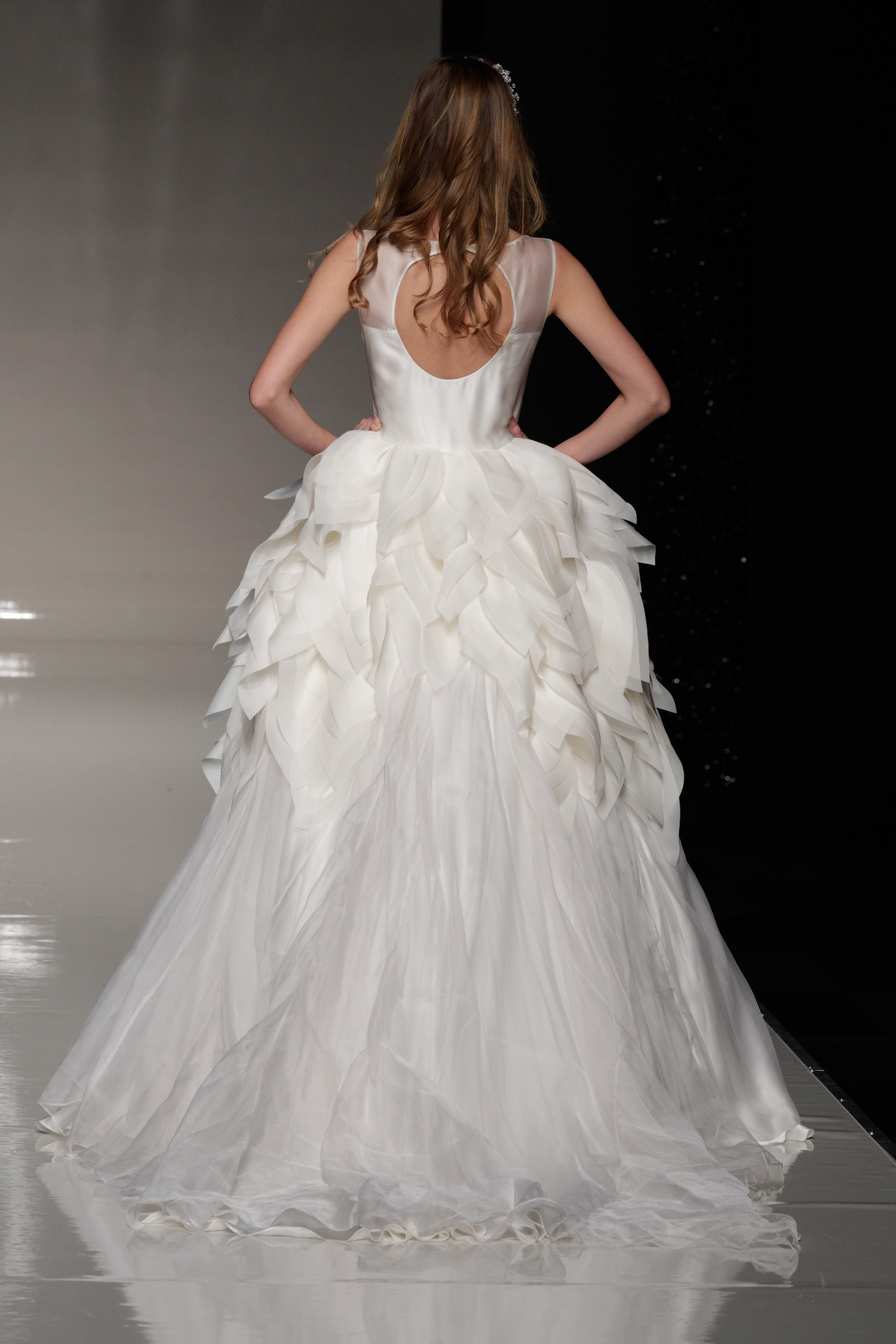 London-2013-wedding-dress-international-bridal-gowns-elizabeth-stuart-2-back.original