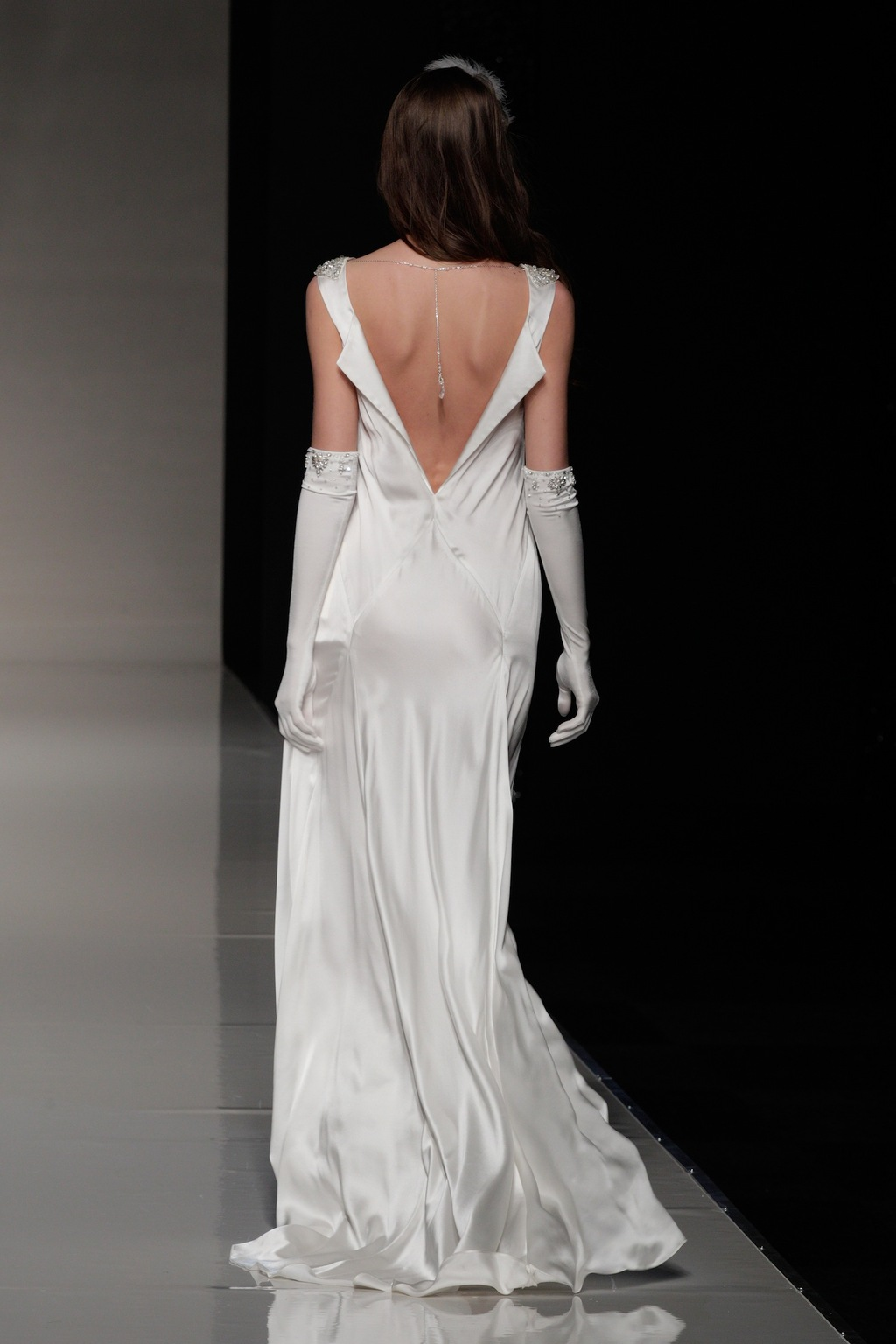 London-2013-wedding-dress-international-bridal-gowns-sanjuka-3.full