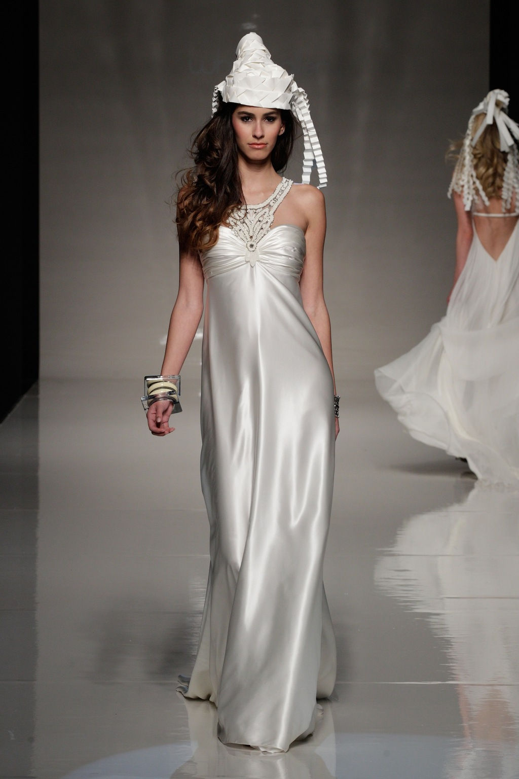 2013-bridal-gowns-from-london-wedding-dress-by-victoria-kyriakides-4.full
