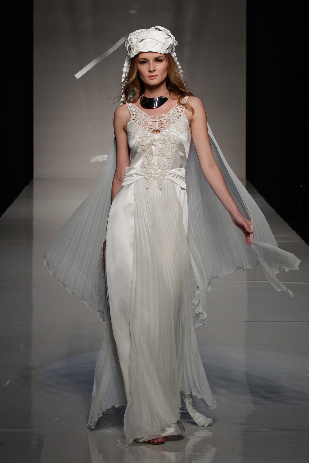 2013-bridal-gowns-from-london-wedding-dress-by-victoria-kyriakides-3.full