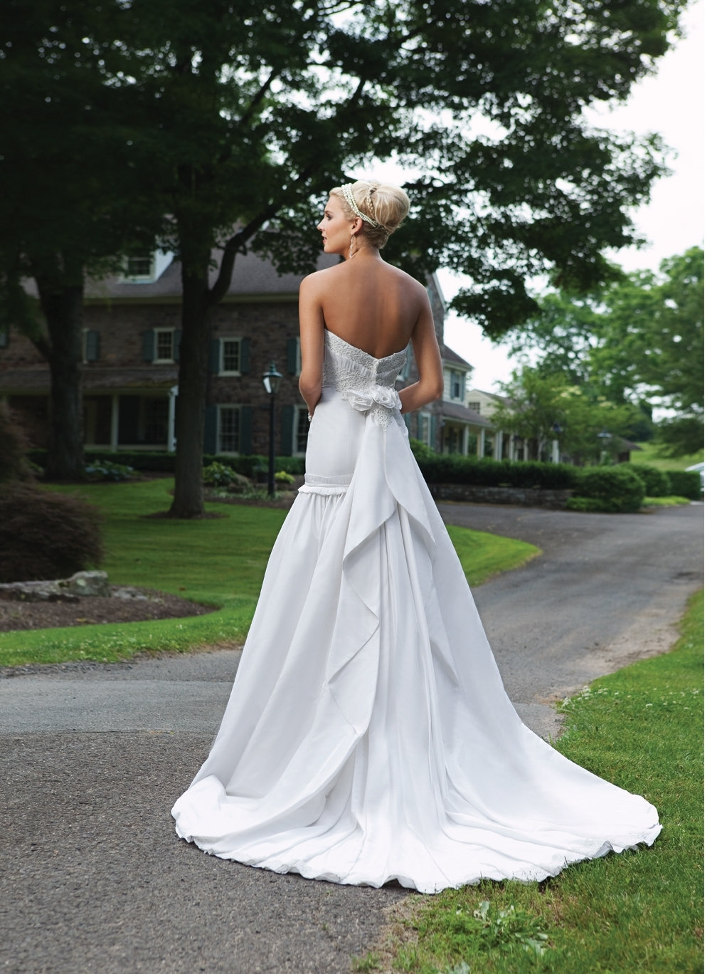 E231135s-spring-2011-2bebride-wedding-dress-back.full
