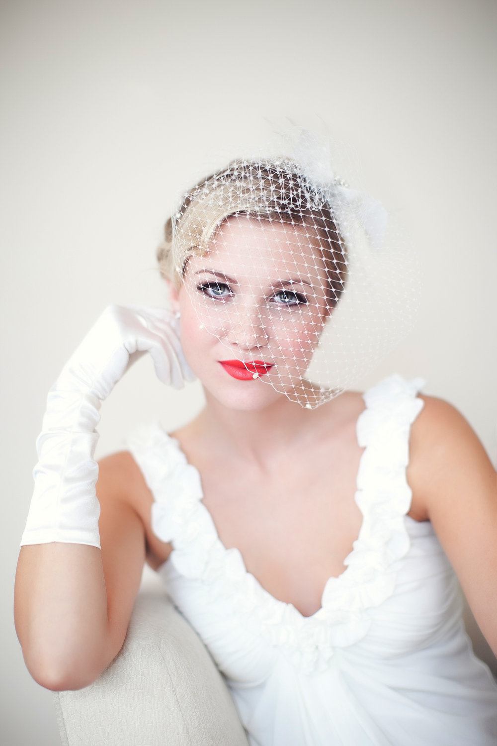 Vintage-bride-with-red-lips-birdcage-veil.full