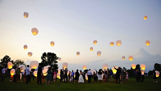 creative wedding ideas for outdoor ceremony wish lanterns 1