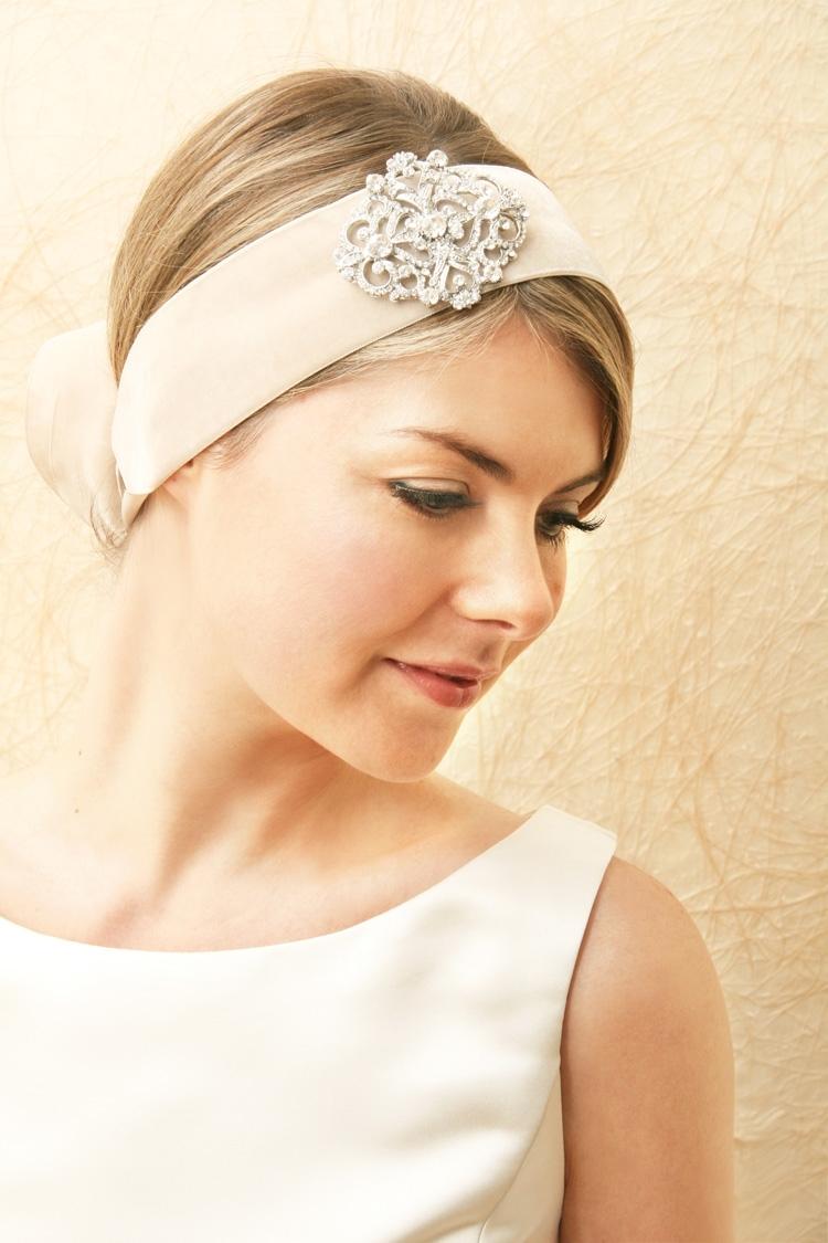 Bridal-veils-hair-accessories-by-suzy-orourke-retro-bridal-headwrap.full