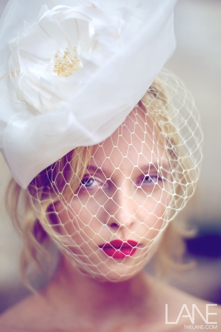 Bridal-veils-hair-accessories-by-suzy-orourke-birdcage-veil-with-flower-2.full