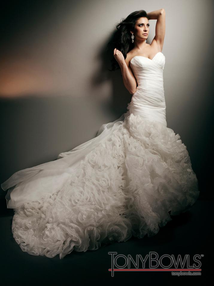 Wedding-dress-fall-2012-tony-bowls-for-mon-cheri-bridal-gowns-t212274.full