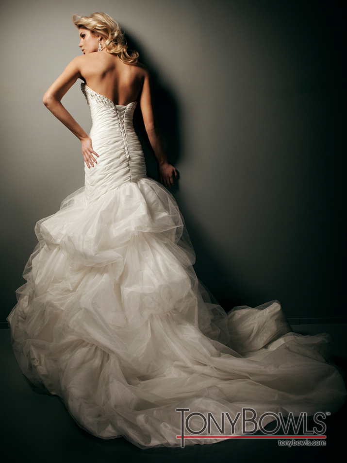 Wedding-dress-fall-2012-tony-bowls-for-mon-cheri-bridal-gowns-t212273-back.full