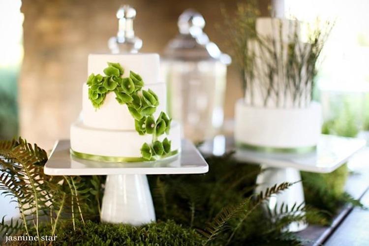 White-wedding-cake-with-green-flowers.full