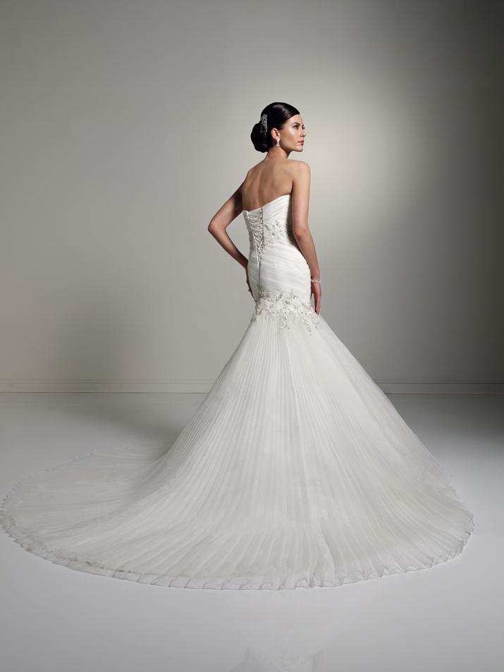 Wedding-dress-fall-2012-sophia-tolli-for-mon-cheri-bridal_gown-y21260-diane-back.full