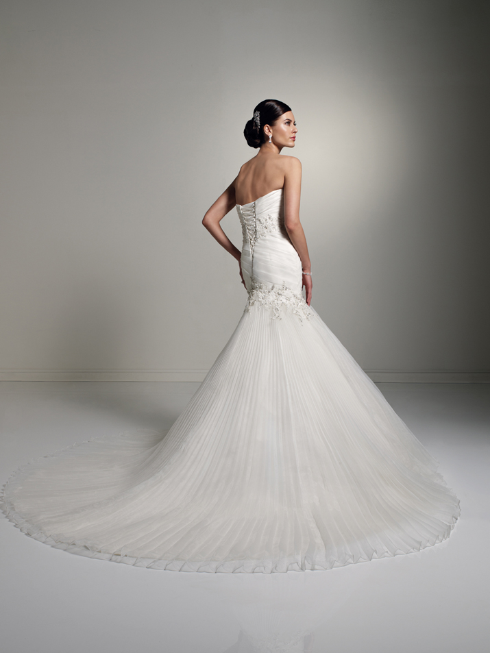Wedding-dress-fall-2012-sophia-tolli-for-mon-cheri-bridal_gown-y21260-diane-back.original