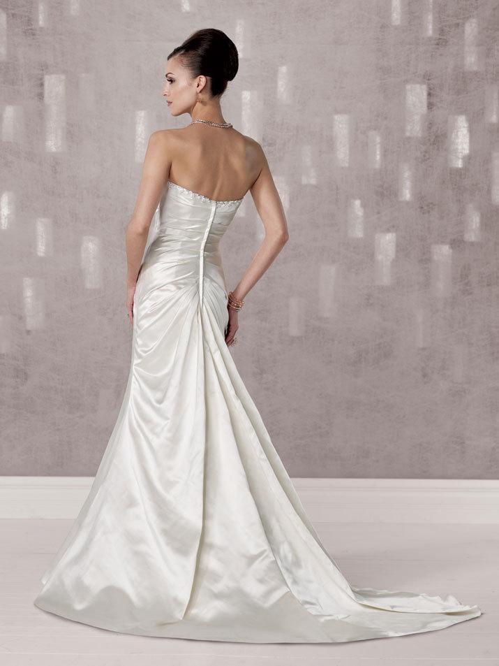 Bridal-gown-fall-2012-kathy-ireland-for-mon-cheri-wedding-dress-231247-back.full