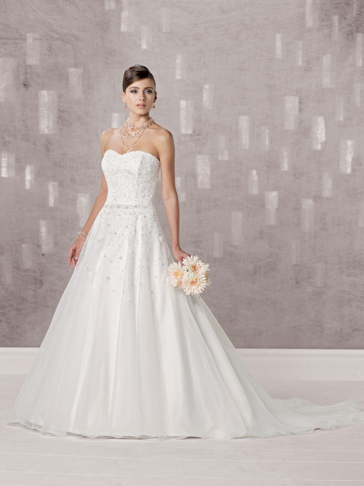 Bridal-gown-fall-2012-kathy-ireland-for-mon-cheri-wedding-dress-231242.full