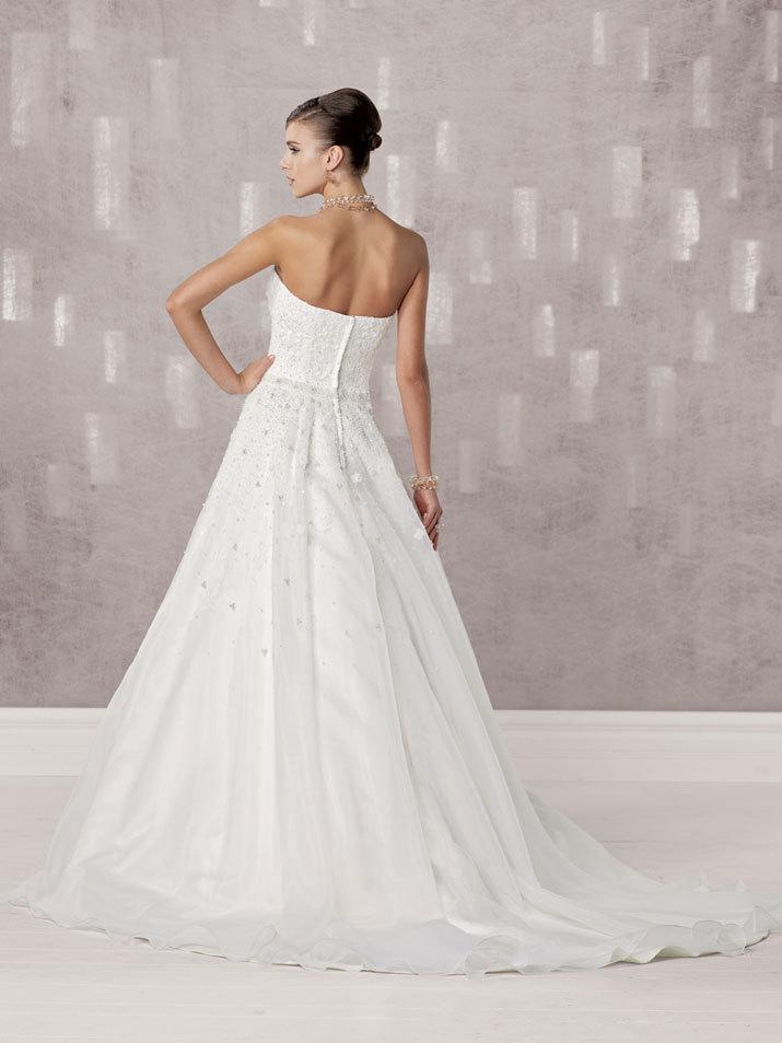 Bridal-gown-fall-2012-kathy-ireland-for-mon-cheri-wedding-dress-231242-back.full