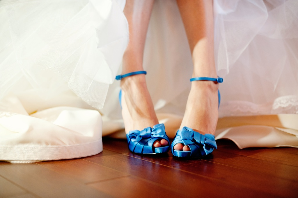 Elegant-real-wedding-with-simple-diy-details-blue-bridal-heels.full