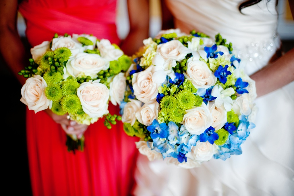 Elegant-real-wedding-with-simple-diy-details-bridal-bridesmaid-bouquets.full