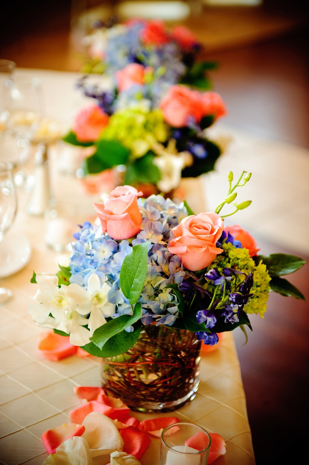 elegant real wedding with simple DIY details pretty spring centerpieces