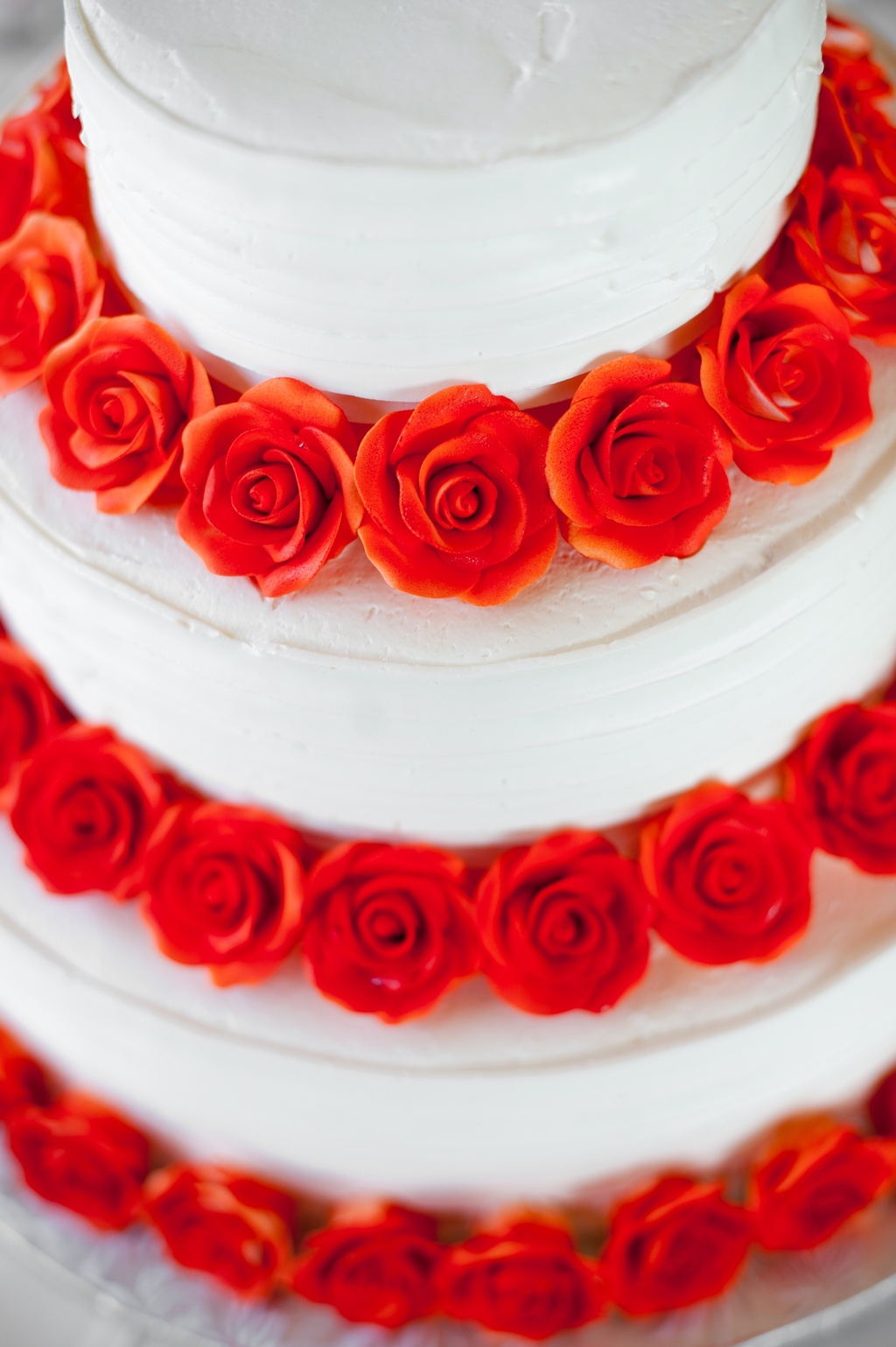 elegant real wedding with simple DIY details white wedding cake red roses