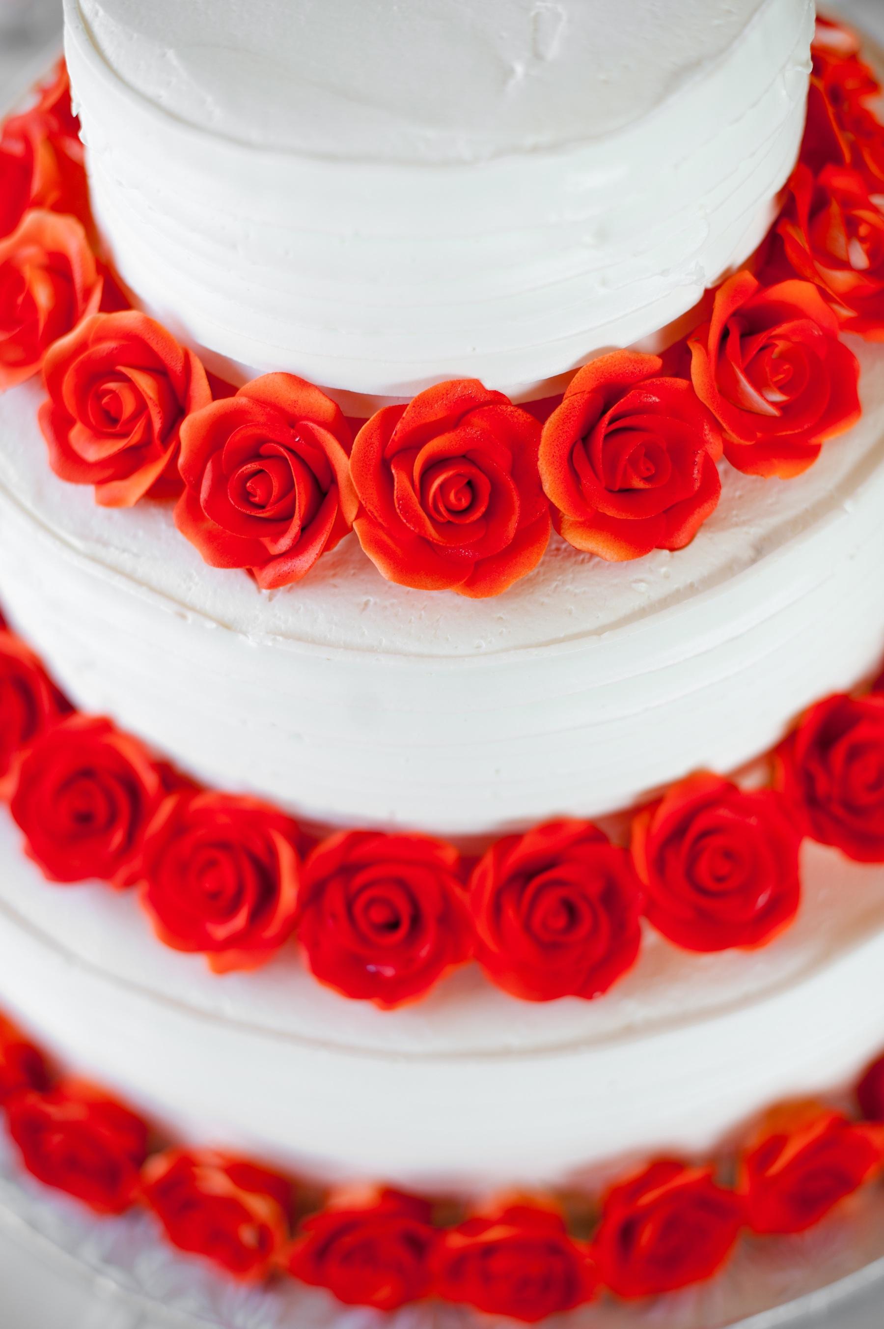 elegant real wedding with simple DIY details white wedding