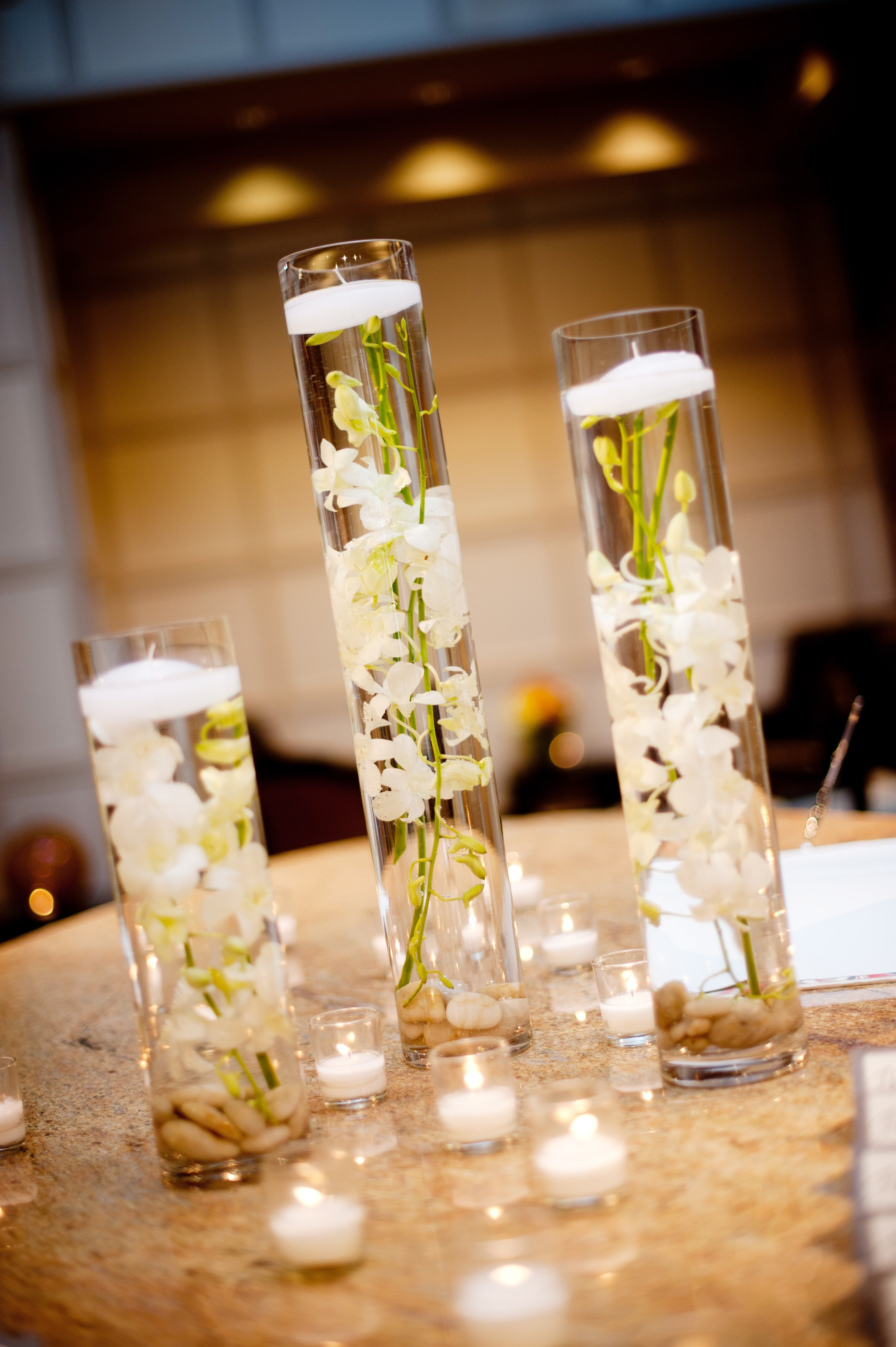 Elegant real wedding with simple diy details hurricane vases floating white o - Deco de table mariage ...