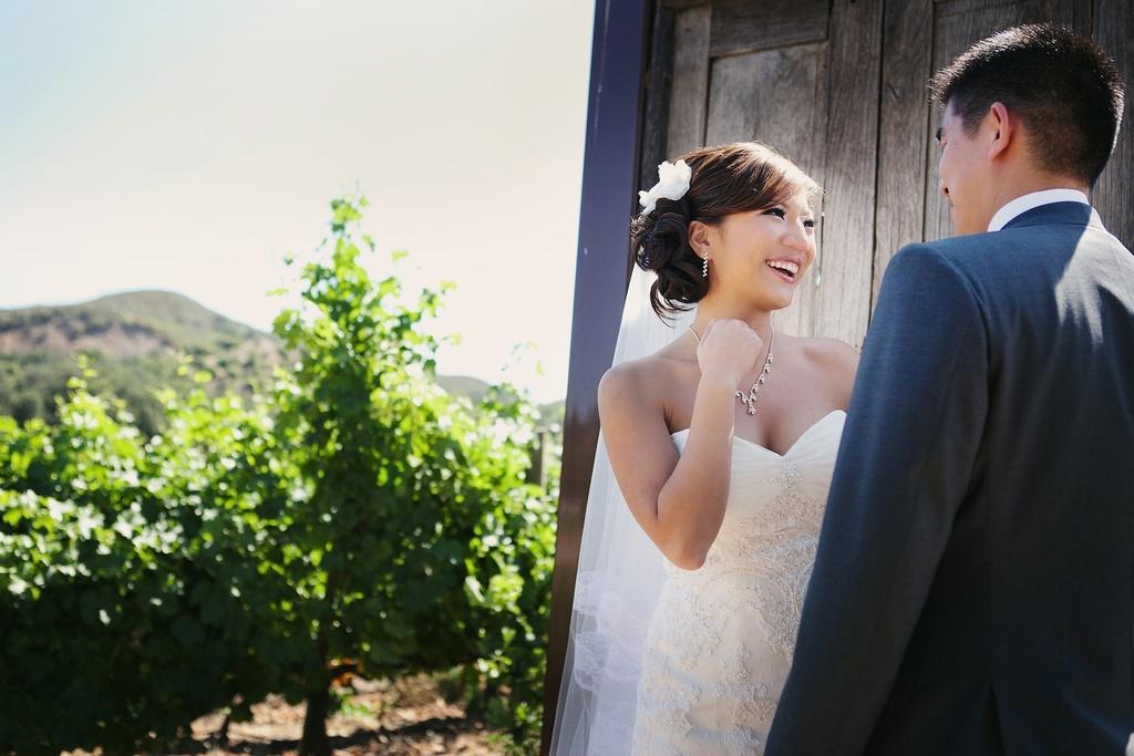 Creative-first-look-wedding-photo-outdoor-weddings-california-4.full
