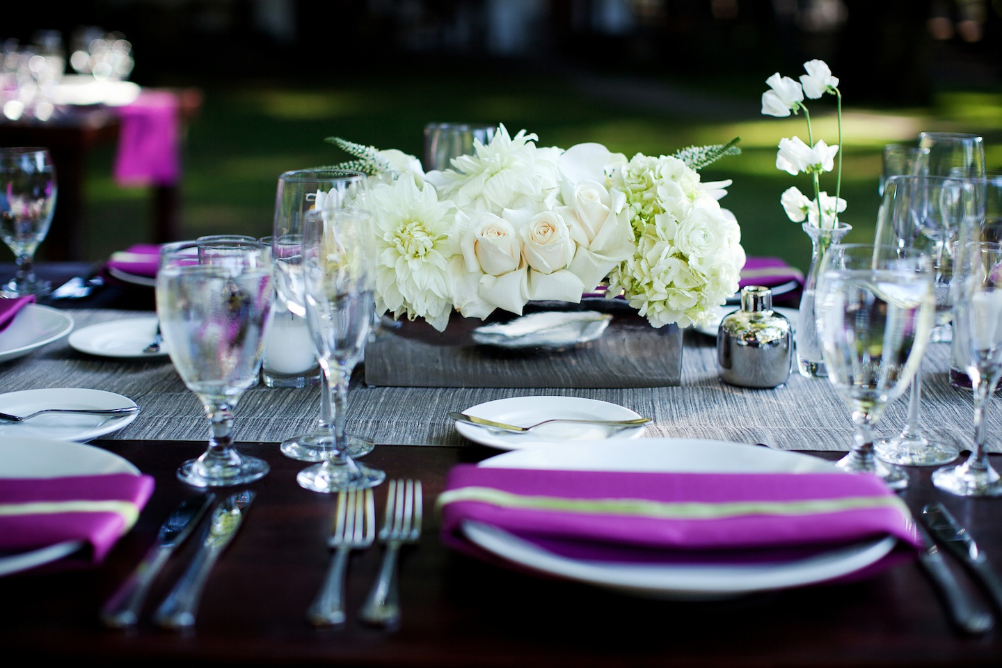 Ivory-wedding-centerpiece-low-black-fuschia-tablescape.original