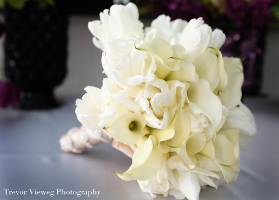 monochromatic ivory bridal bouquet modern wedding