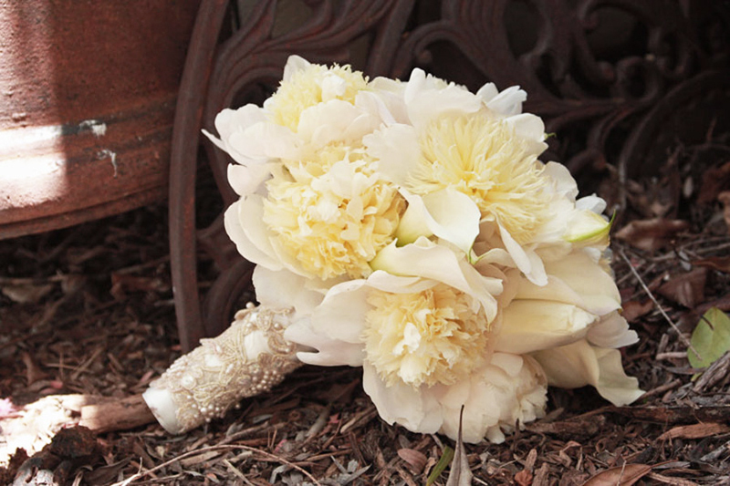 monochromatic ivory bridal bouquet elegant wedding flowers