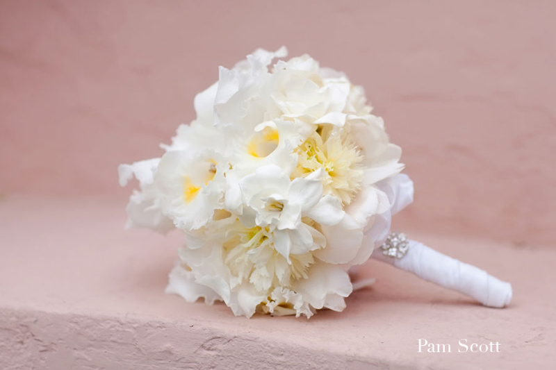 White-yellow-bridal-bouquet-beach-wedding-blooms.full