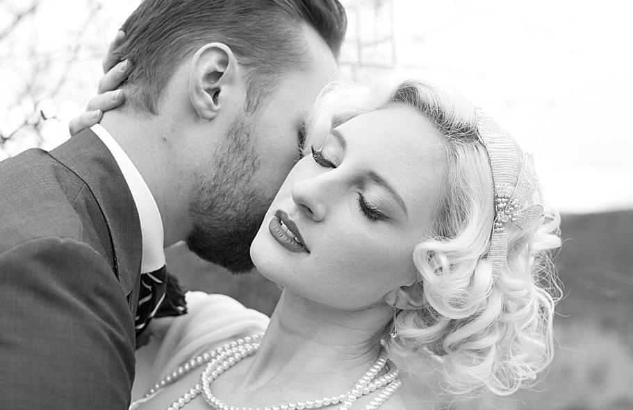 Black-white-vintage-bride-with-blonde-hair.full