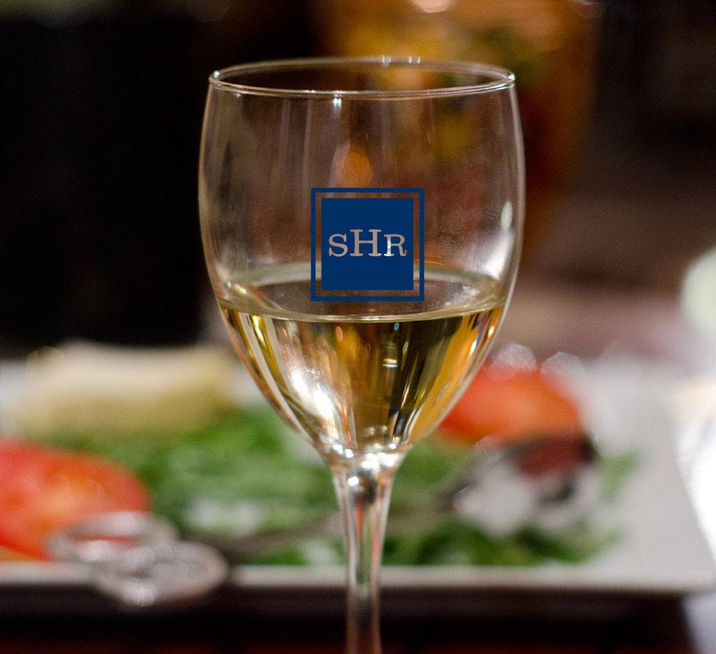 Custom-monogram-on-wedding-wine-glasses.full