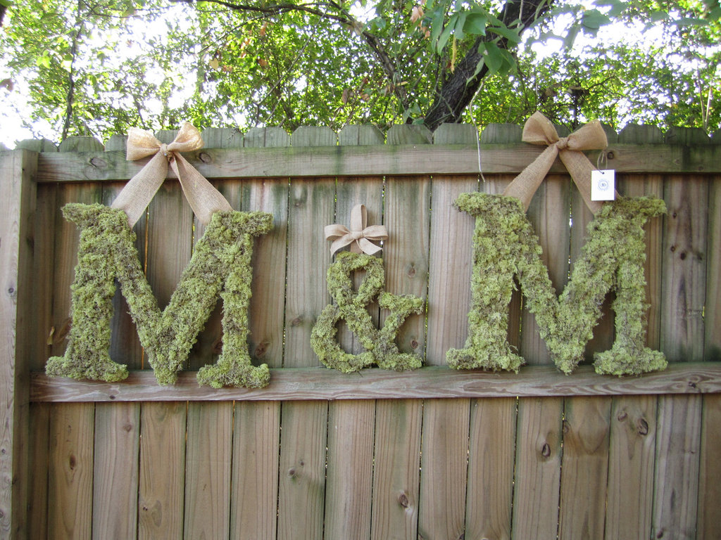 Ideas-to-incorporate-a-custom-wedding-monogram-etsy-weddings-moss-burlap-letters.full