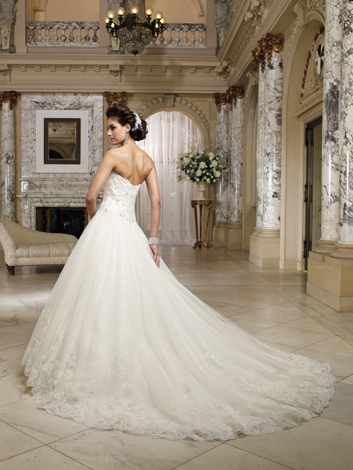 Wedding-dress-david-tutera-fall-2012-mon-cheri-bridal-gown-nevaeh-212245-back.original