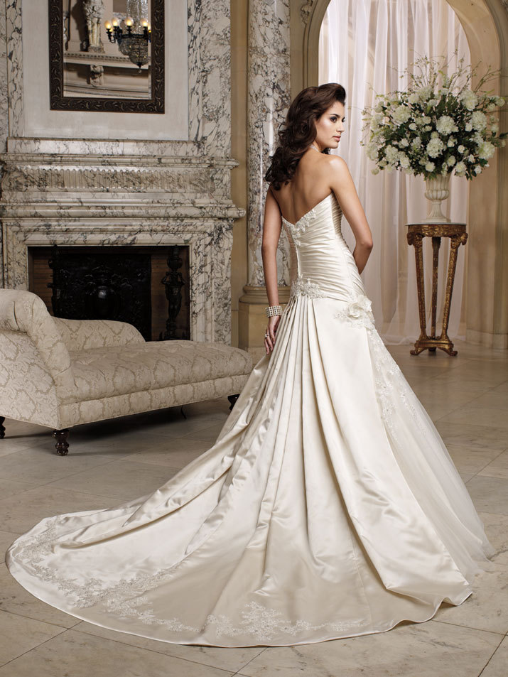 Wedding-dress-david-tutera-fall-2012-mon-cheri-bridal-gown-dara-212248-back.full