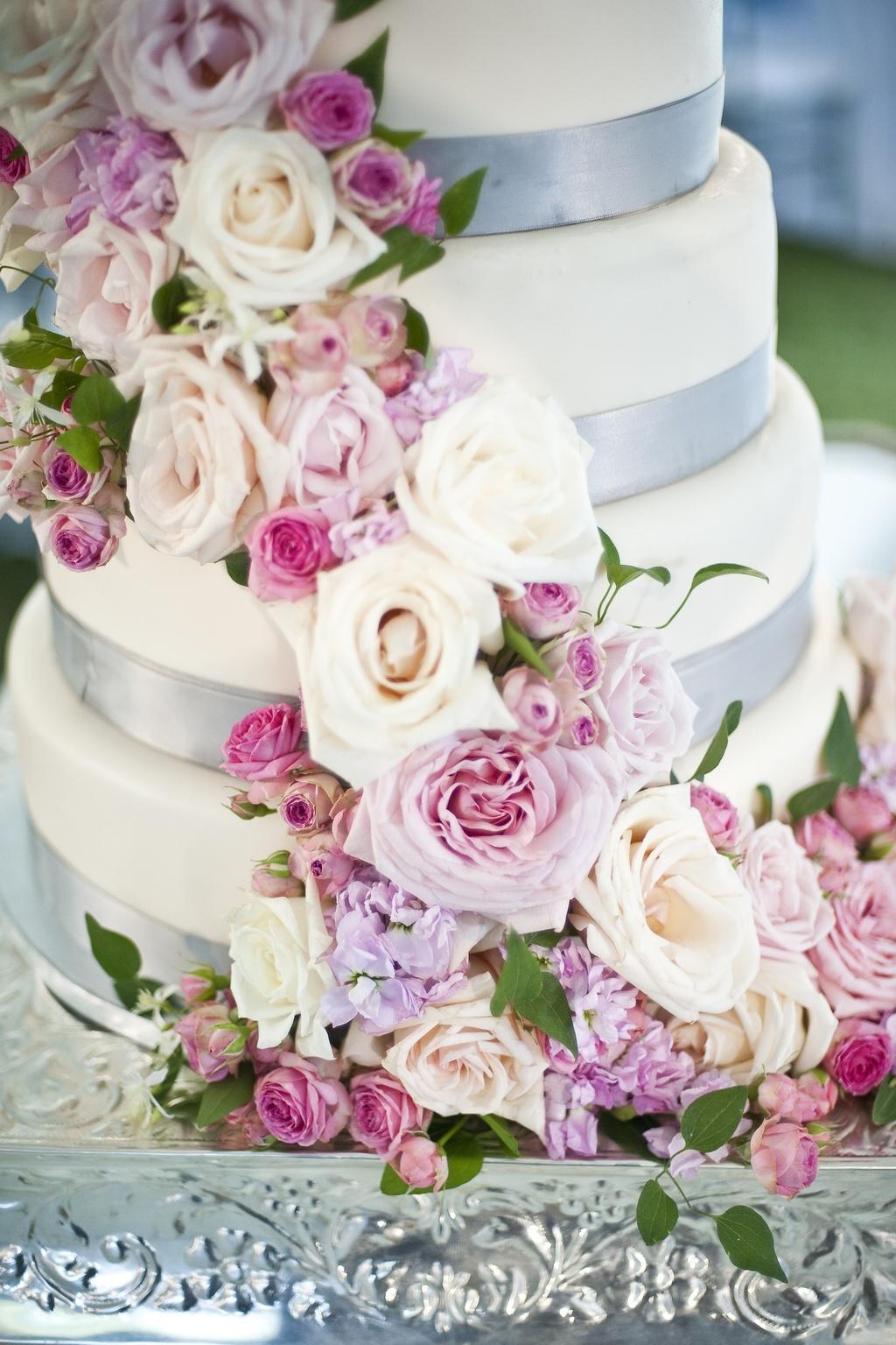 Romantic-wedding-cake-with-cascading-roses.full