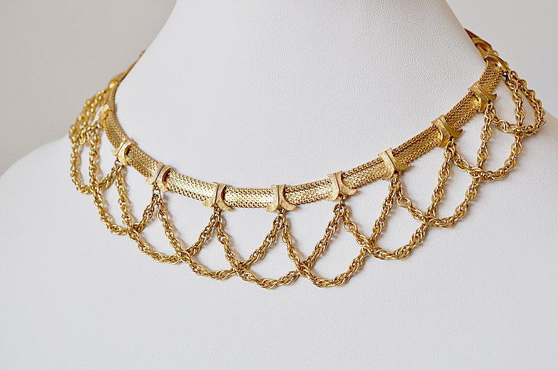 Gold-vintage-necklace.full