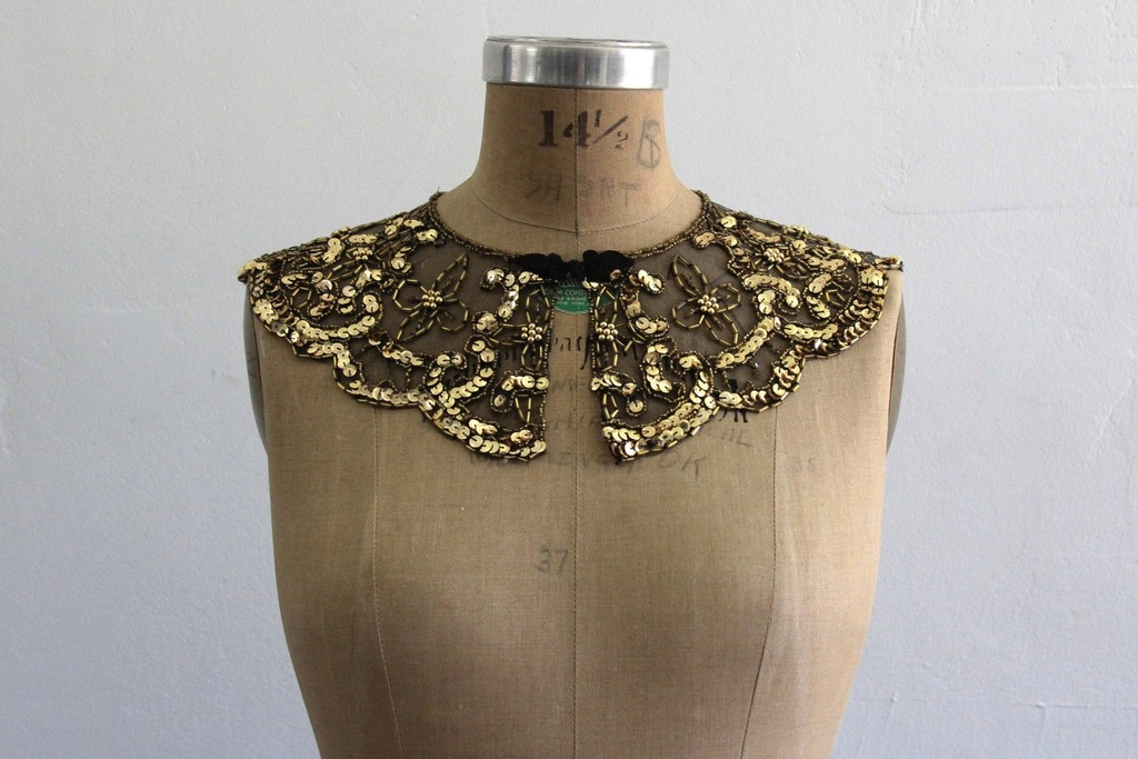 Gold-sequin-bridal-collar.full