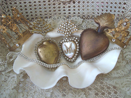 photo of Vintage clam shell & antique baubles